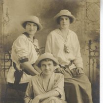 Image of Three women - Postcard