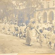 Image of May Party Parade 1912 (?) - Print, Photographic