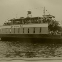 Image of Ferry filled with a large crowd
