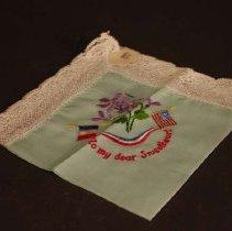 Image of 2004.0112.0003 - handkerchief