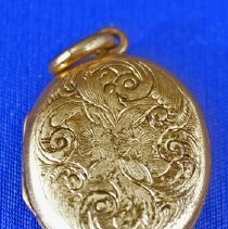 Image of Front of Locket