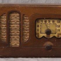 Image of 1973.17.1 - Radio