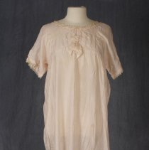 Image of 1975.16.14 - Nightgown