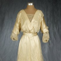 Image of 1976.63.1 - Gown, Wedding