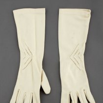 Image of 1985.50.14.2 - Gloves