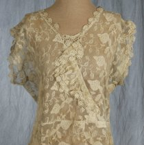 Image of 1985.82.199 - Blouse