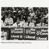 Image of Margaret and Pierre Trudeau at a Toronto rally