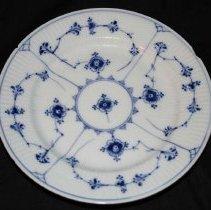 Image of M1968.183.5 - Plate, Dessert
