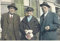 Image of Eastmans in Front of the Mel Eastman House - 1992.01.0062