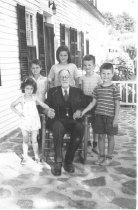 Image of Fred Dallinger & Grandchildren - 2010.06.0038