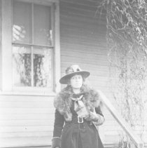 Image of Elizabeth Wade on her way (2) - 02/12/1919