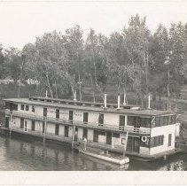 Image of Photo, Houseboat on the MN River