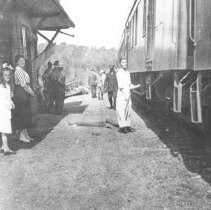 Image of 115 - Residents standing on the Canoe Lake Station platform.