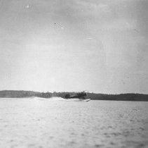 Image of 1932 - Aircraft landing on a lake.
