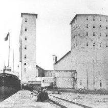 Image of 1976.95.42 - Canada Atlantic Railway elevator at Depot Harbour.