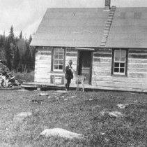 Image of 434 - Superintendent J.W. Millar feeding deer.