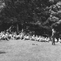 Image of 722 - Park Naturalist, giving nature talk to girl guides.