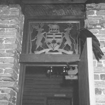 Image of 902 - Raven at Entrance to Park Museum.