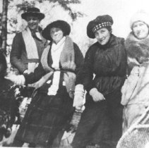 Image of 946 - Guests at Nominigan Lodge, Smoke Lake.