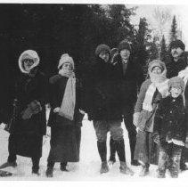 Image of 947 - Guests at Nominigan Lodge.