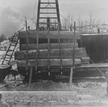 Image of 1047 - Loading freight cars with waney timber for shipment