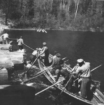 Image of 1107 - River Drivers manoeuvring a pointer up the river - Mississauga River