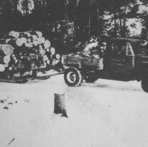 Image of 1208 - Transporting logs on Sleigh