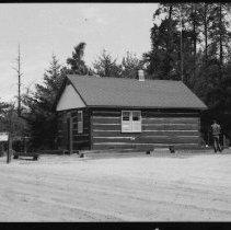 Image of 1915 - Basin Gate