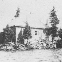 Image of 2372 - The McIntosh cabin.