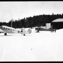 Image of 2634 - Planes at hangar.