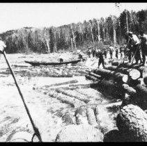 Image of 2815 - Log drive on the Ottawa River.
