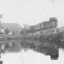 Image of 2948 - Train pulling into Joe Lake Station.