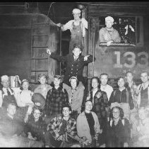 Image of 4570 - Grove City Outing Club on their arrival by train, Brule Lake