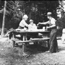Image of 4822 - Park visitors having a picnic at the end of 'Beaver Pond Trail'
