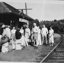 Image of 4856 - Waiting for the train at the Joe Lake Station