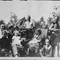 Image of 5075 - Guests at the Hotel Algonquin, Joe Lake