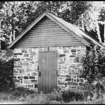 Image of 5491 - Ice house at Stonecliffe.