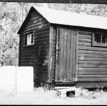 Image of 5746 - M.N.R. storage building at the Butt Lake access point, June 1980.