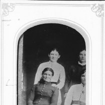 Image of 6006 - Mary Ellen Foy (and friends), aunt of Peter McGuey