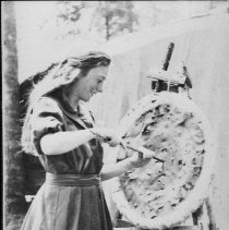 Image of 6090 - Thora Clerk practicing archery at Camp Northway