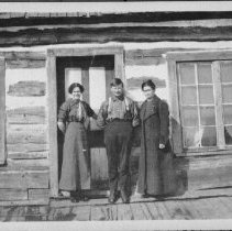 Image of Annie Roche, Harry Stack, and Toot McDonald at the McDonald house