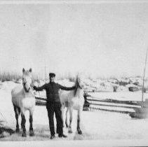 Image of 6143 - Jimmy Garvey at the Garvey farm