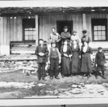 Image of 6144 - The Garvey family at Paddy Garvey's house