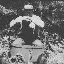 Image of 6253 - Old kettle.  Hillcrest Lake.