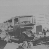 Image of 6453 - Wheeled car on tracks