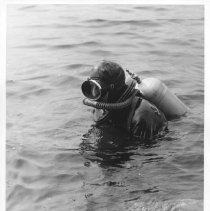 Image of 3917 - Demonstrating an Aqua Lung at the Harkness Research Station