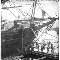 Image of 4290 - Loading a ship