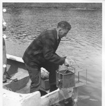 Image of 4522 - Julian Kenny using plankton sampler, fish lab