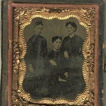Image of 3 unidentified women