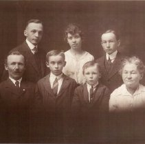 Image of Kukkonen Family (front)